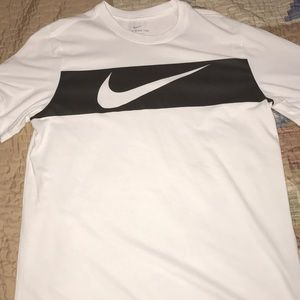 Selling a never worn Nike dri-fit shirt.
